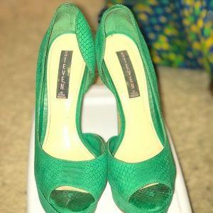 Green Steve Madden Heels Sz 8.5